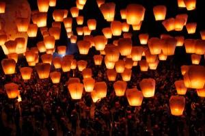 Hundreds-of-Taiwanese-release-sky-lanterns-on-Saturday-January-28-2012-in-New-Taipei-City-Taiwan.-AP-PhotoWally-Santana-960x639[1]